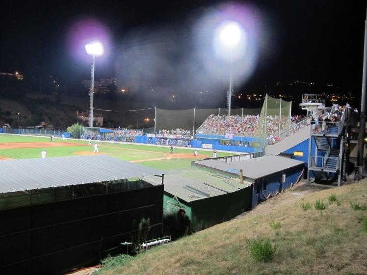 Stadio_del_baseball_di_Serravalle_(24-08-2012).jpg