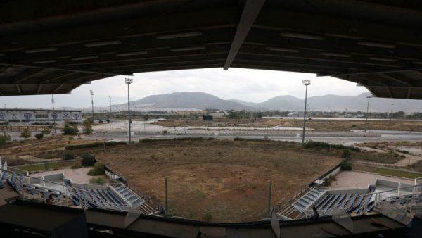 Ohééé ohééé terrain abaaaandonnééé... Terrain de softball des JO d'Athènes - crédit photo : Thanassis Stavrakis/AP