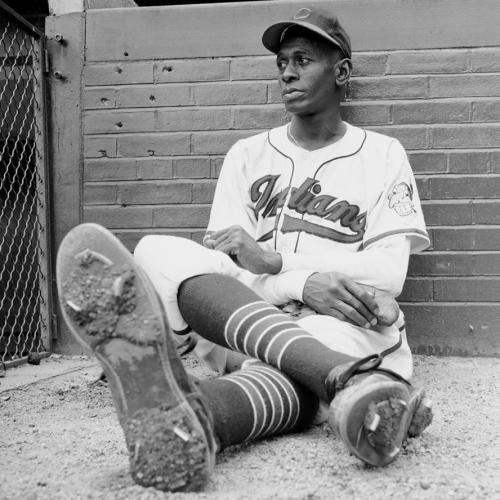 Satchel Paige est recruté à l'âge de 42 ans par les Indians. Avec les Kansas City Athletics, il lancera en MLB à l'âge de 59 ans !
