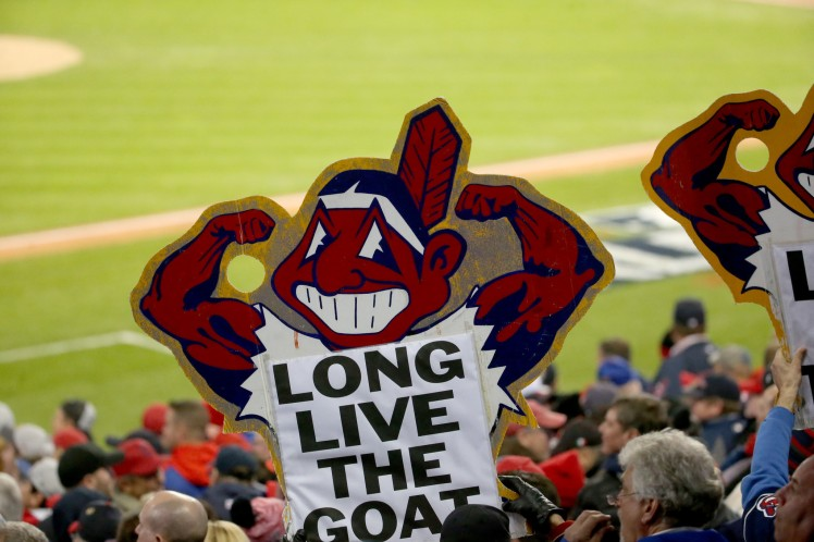ct-cubs-chief-wahoo-met-20161026.jpg
