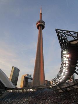 La Tour CN domine le Rogers Centre