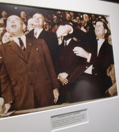 Le président Kennedy lance symboliquement la saison.