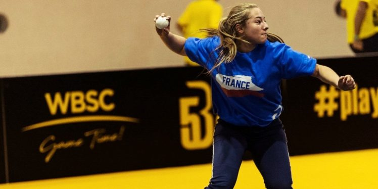 French-female-athlete-plays-new-street-Baseball5-discipline-1280x640